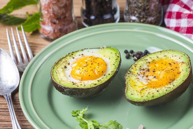 Plněné avokádo vejcem
