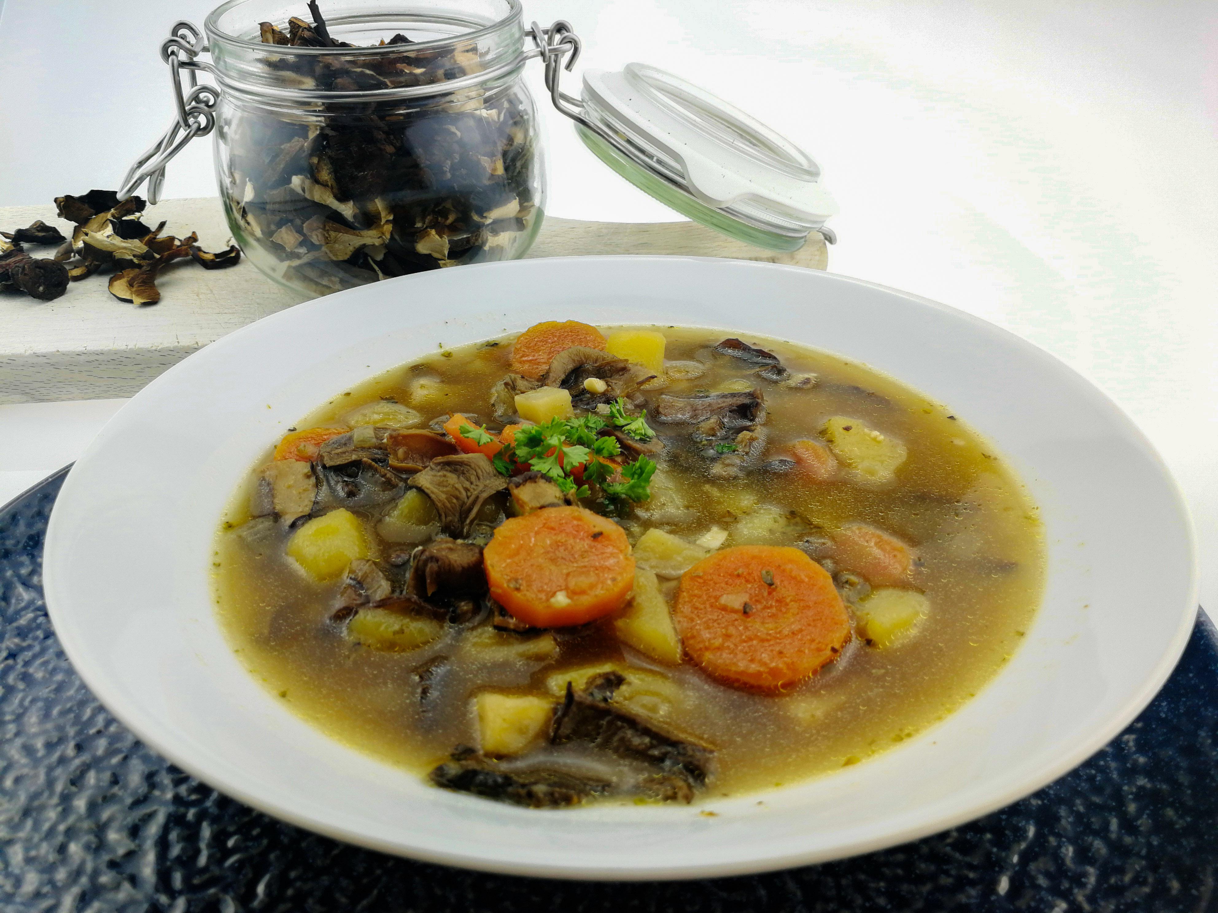 Houbová polévka ze sušených hub