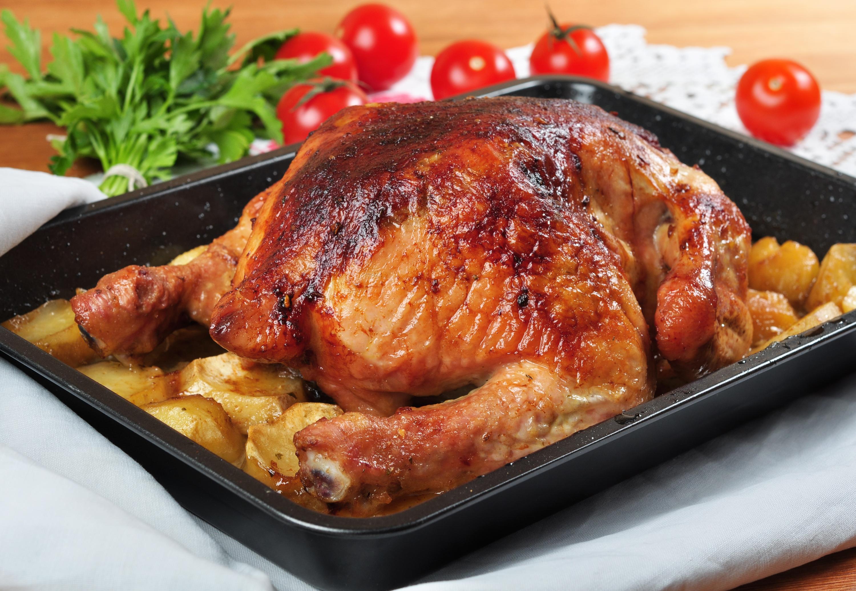 Kuře pečené s bramborami