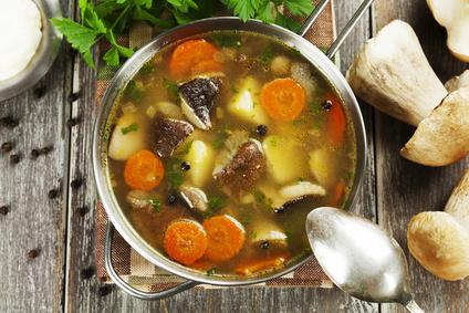Hřibová polévka s brambory a zeleninou