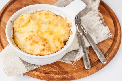 Gratinované brambory se smetanou a sýrem