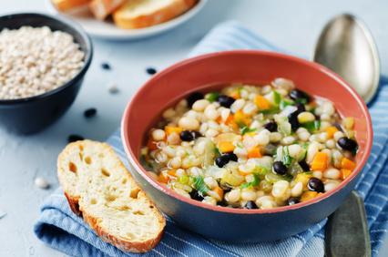 Luštěninová polévka s kroupami