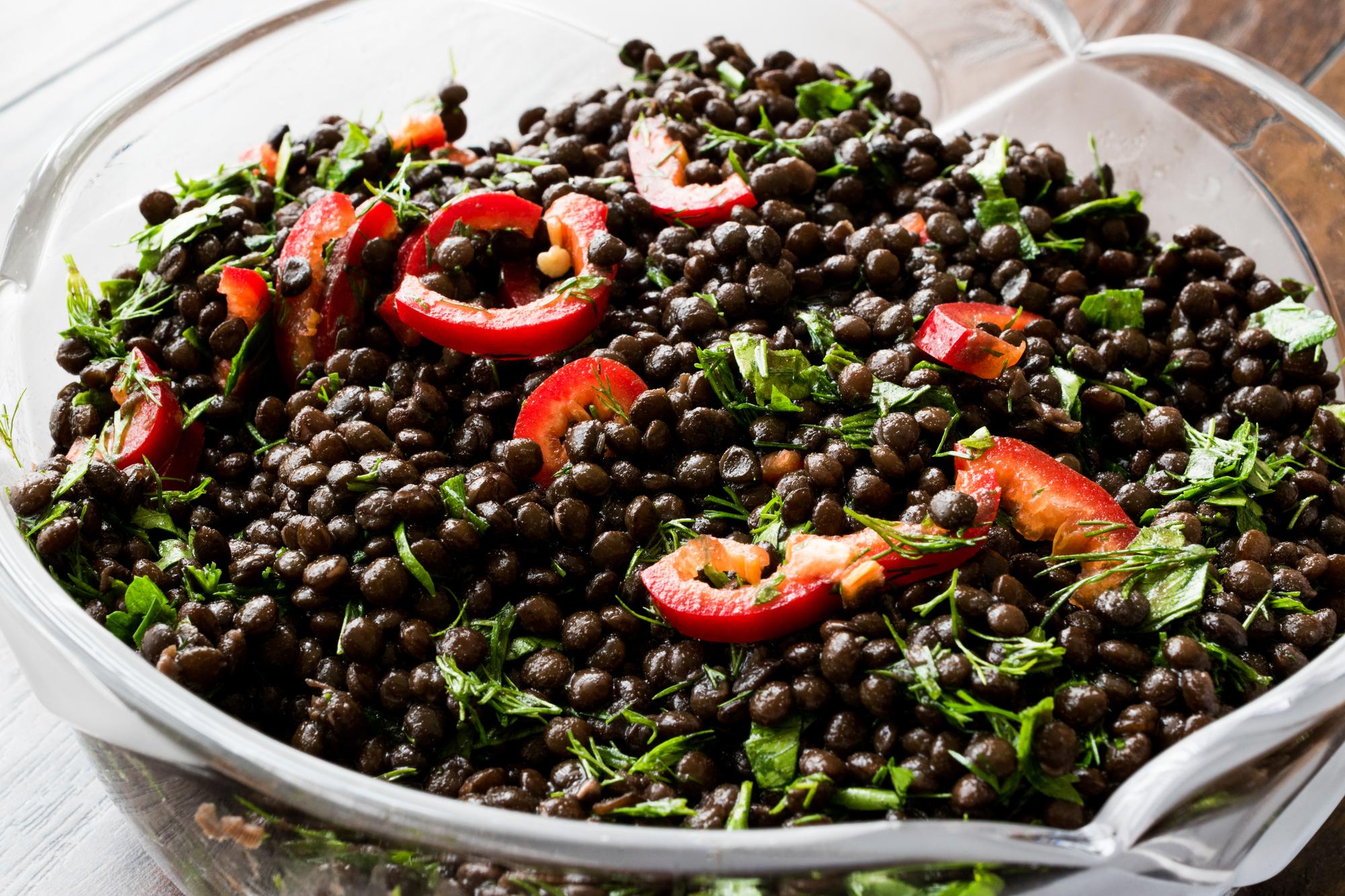 Salát z černé čočky