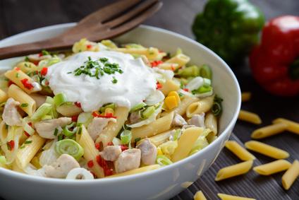 Těstovinový salát skuřecím masem