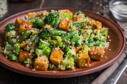 Quinoa s tofu a zeleninou