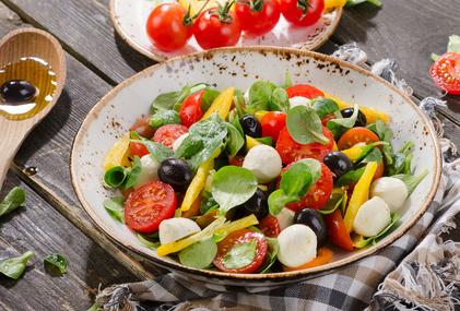 Salát z polníčku s olivami